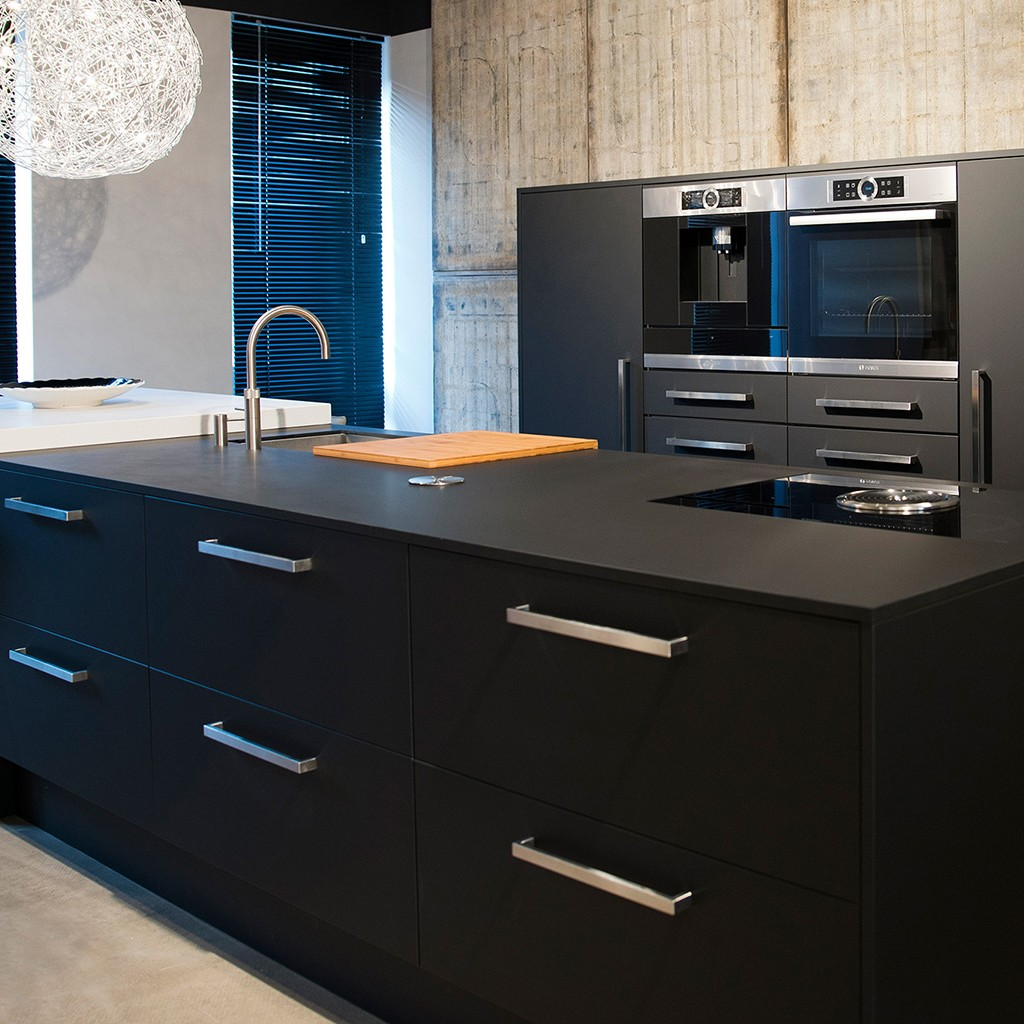 keuken in zwart mat