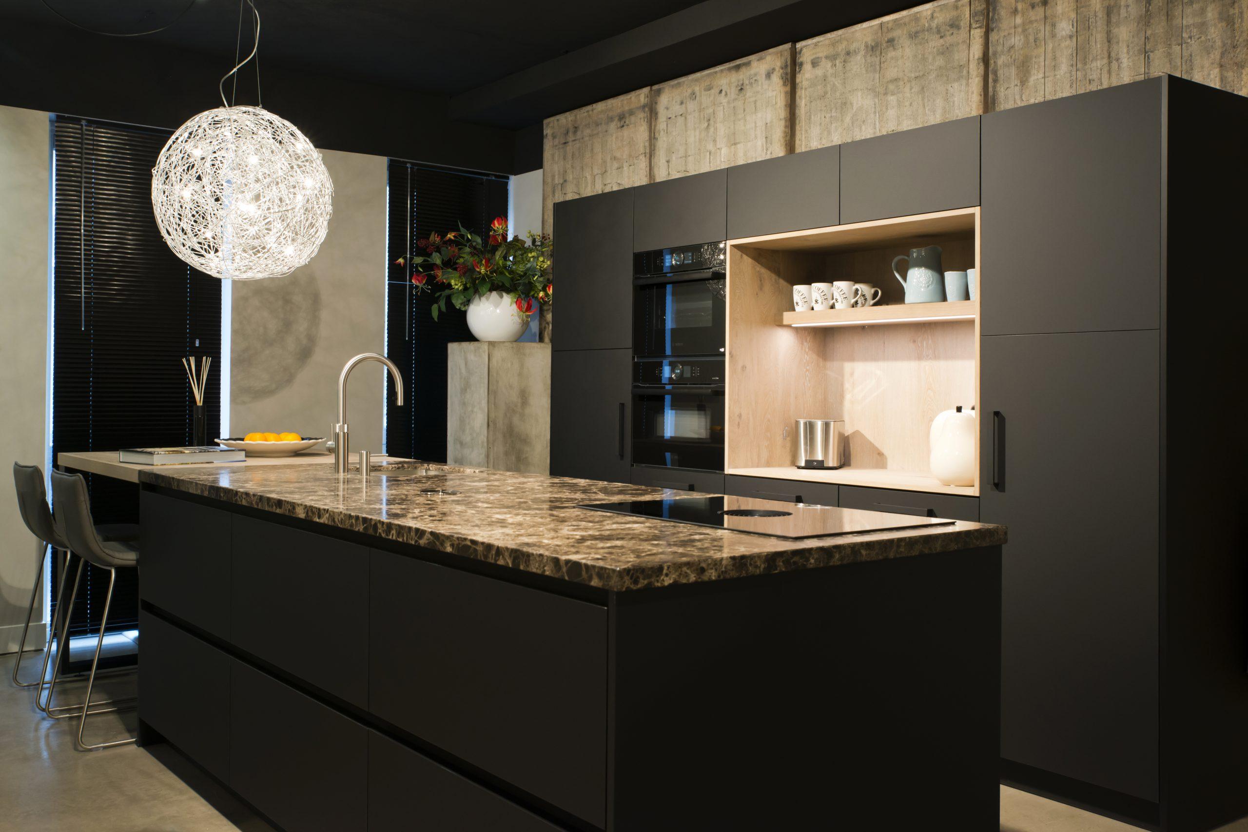 Nieuw Een Keuken In Zwart Mat Bourgonje Keukens